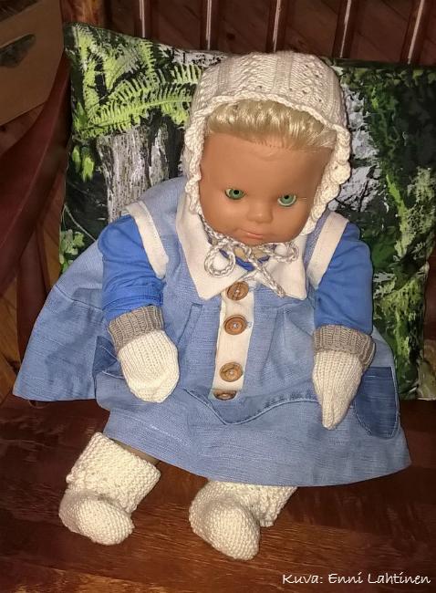 Anne-nukke sai taas toimia testaajana ja mallinukkena.  Ainakin sille näyttäsivät sopivan. :)