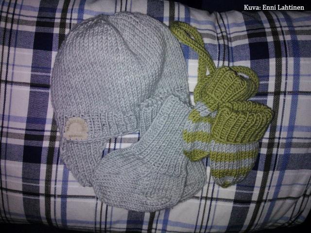 Villahaalarin kaveriksi (myssy, sukat ja lapaset)