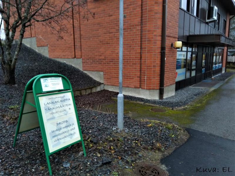 Lankamyymälä on SK-Isännöintipalvelu Oy:n tiloissa. Viereisessä huoneistossa on Kunnonsyke.