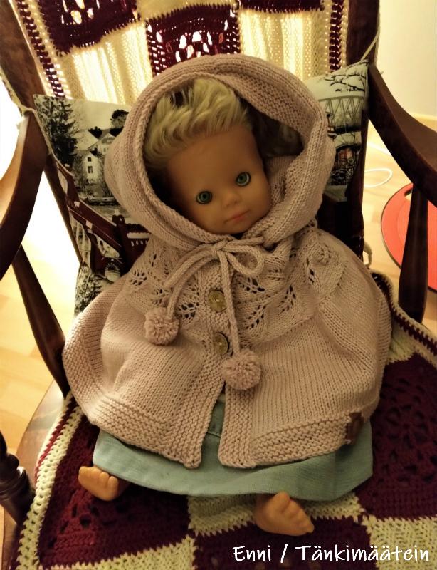 Anne-nukke sai taas toimia kuvausrekvisiittana.