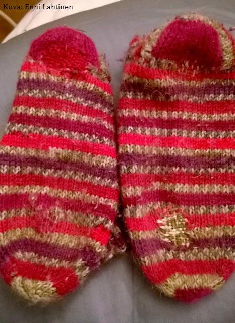 Parsimisharjoitus 2. Ensimmäisestä ei kuvaa. :) Omia sukkia en ole tainnut parsia kuin kerran, enkä pidä lopputuloksesta.
