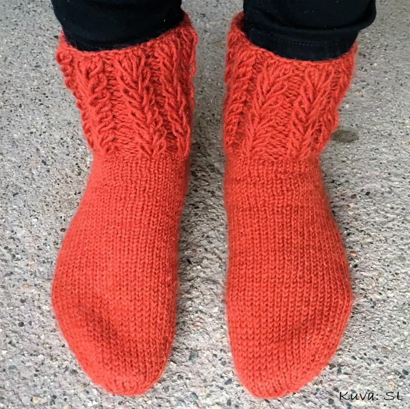 Valmiit sukat, väri ei ole todellisuudessa noin kirkas.