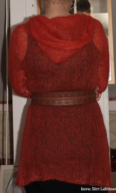 Syyskuun lopulla valmistui samantapainen neule oranssina.